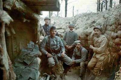 Belgijscy i francuscy żołnierze w okopach – I wojna światowa
