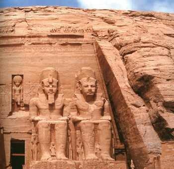Ramzes II, rzeźby w kompleksie świątynnym w Abu Simbel
