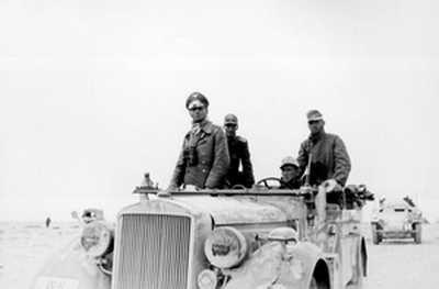 Gen. Rommel w drodze pomiędzy Tobrukiem a Sidi Omar